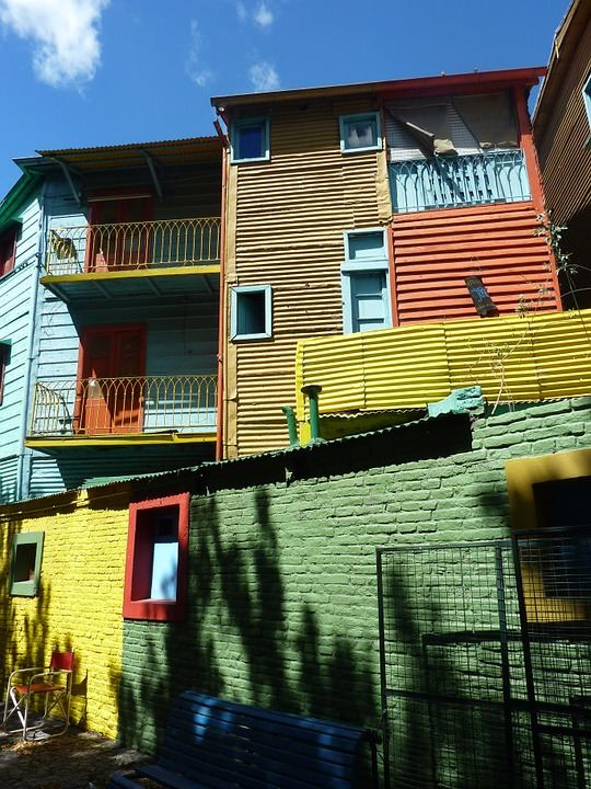 This picture shows some colourful old buildings in Buenos Aires, La Boca.